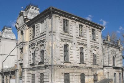 Grodno, siège d'un évêché catholique, fut une grande ville de l'Union polono-lithuanienne comme l'atteste la très belle église jésuite, Farny, de style baroque, qui s'élève sur la place Sovietskaïa.