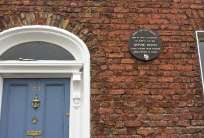 La population juive d'Irlande n'a jamais excédé 8 000 personnes, et ce vers la fin des années 1940. Elle est aujourd'hui réduite à moins de 2 000 membres, dont 1 500 en République d'Irlande. La dernière boucherie casher a d'ailleurs fermé ses portes en mai 2001.