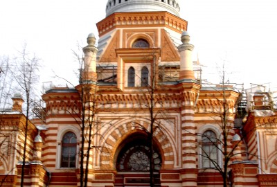 Malgré l'interdiction faite aux juifs de résider en Russie, hors de la zone qui leur était attribuée, il y eut, dès le XVIIIe siècle, des exceptions remarquables, notamment dans la capitale, Saint-Pétersbourg, om se concentrait l'intelligentsia juive russe.
