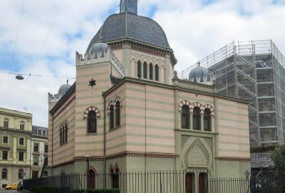 Fondée en 1852 par des juifs alsaciens, la communauté de Genève a reçu de la ville un terrain pour y édifier une synagogue, en signe de tolérance envers les minorités non protestantes.