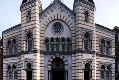 La Synagogue de Liège, inaugurée en 1899, est un bâtiment très intéressant à visiter. D'une architecture d'influences mixtes, elle a été classée au patrimoine immobilier de la Région wallonne en 2005.