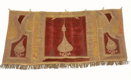 Manteau de Torah, Bosnie-Herzégovine (fin XIXe siècle, Musée d'Art et d'Histoire du Judaïsme, Paris)