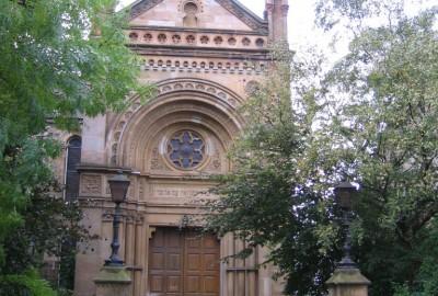 Les synagogues de Glasgow sont principalement situées dans les faubourgs, où vit aujourd'hui la grande majorité des 6500 juifs de la ville.