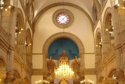 En 1864, la Grande synagogue de Lyon fut ouverte Quai Tilsitt. De longues discussions eurent lieu avec les autorités. La municipalité mis à disposition le terrain du grenier à sel en 1862 et elle fut construite par l'architecte Abraham Hirsch.