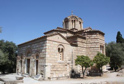 Nul doute que Paul de Tarse se rendit, comme ailleurs en Grèce, dans les synagogues athéniennes pour y prêcher. L'une d'entre elles, datant du IIe siècle de l'ère chrétienne, paraît bien avoir été identifiée sur l'Agora, au pied de l'Acropole.