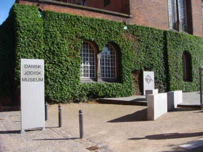 L'architecte Daniel Libeskind mêla influences contemporaines et anciennes pour montrer la continuité heureuse de l'histoire des juifs danois