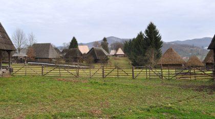 Village où se trouve de nombreuses maison d'apoque transformé en musée permettant de voir comment vivaient les populations de différentes origines dans la ville de Sighet