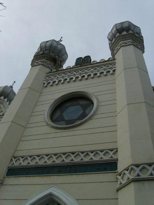 Synagogue tenue par les étuidiants juifs de la ville, elle a été restaurée en 1951 et abrite un monument en mémoire de la Shoah