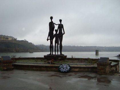 """Monuments aux victimes du """"Raid"""" de Novi Sad"""