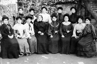 Les enseignantes de L'Alliance israélite universelle d'Hasköy en 1904 (Crédit : Istanbul guide)