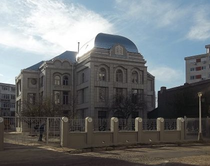 The inly remaining synagogue in Galati, it hosted the Zionist movement in the 1920s