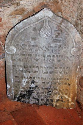 Polná est située en Bohême à 110 kilomètres au Sud-Est de Prague. Les juifs commencèrent à s'y installer au XVe siècle.