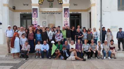 Photo of the 60 people who went tu Puglia with Hashorashim