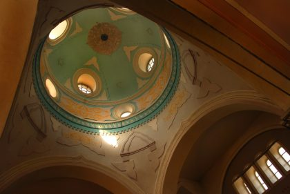 Dome de la synagogue d'Oni éclairant l'intérieur du batiment