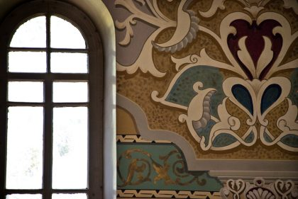 Beautiful painting on the wall of the Kutaisi synagogue