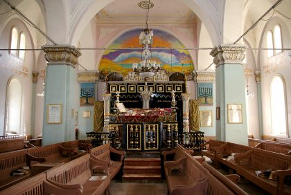 Interior of the Oni synagogue with a ceiling full of colors