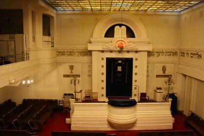 Vue intérieure de la synagogue de Copernic, première synagogue libérale créée à Paris