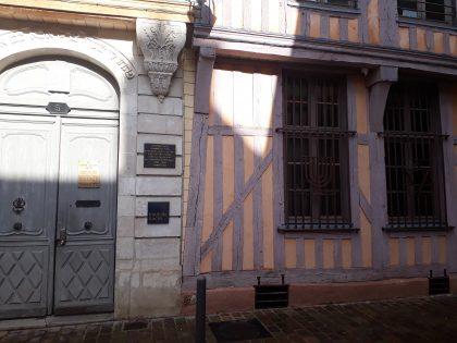 Maison Rachi de Troyes. Un immeuble qui accueille une synagogue, une bibliothèque et une salle de réception