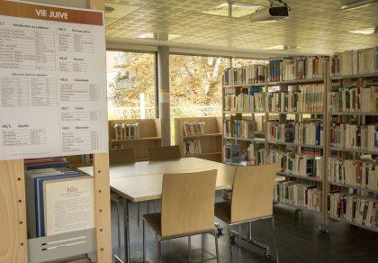 Bibliothèque de abritant la plus grande collection d'oeuvres liées au patrimoine culturel juif européen