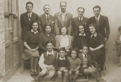 Photo taken of a Jewish family in Albania